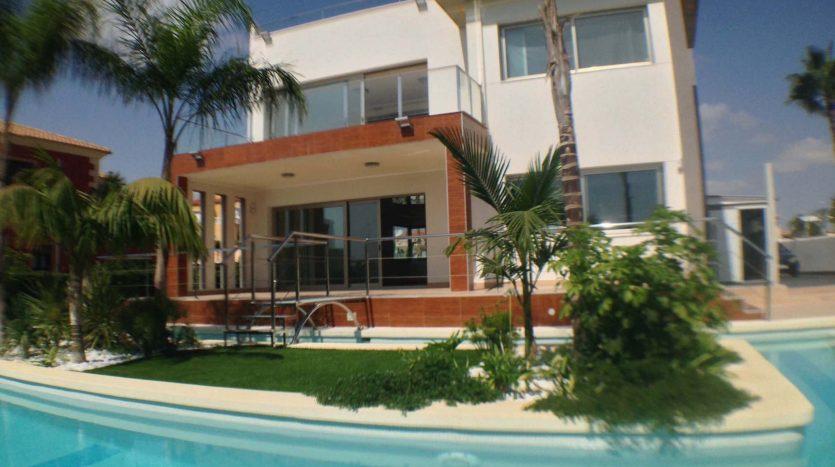 Villa en la zenia Muy exclusiva y lujosa