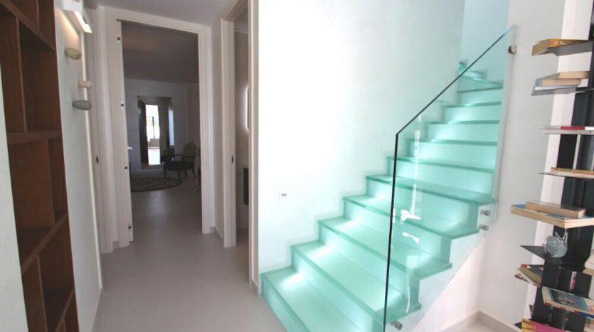 Escalera Cristal de Chalet Nuevo en Dehesa de Campoamor