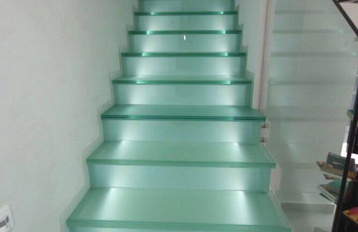 Escalera Iluminada de Chalet Nuevo en Dehesa de Campoamor